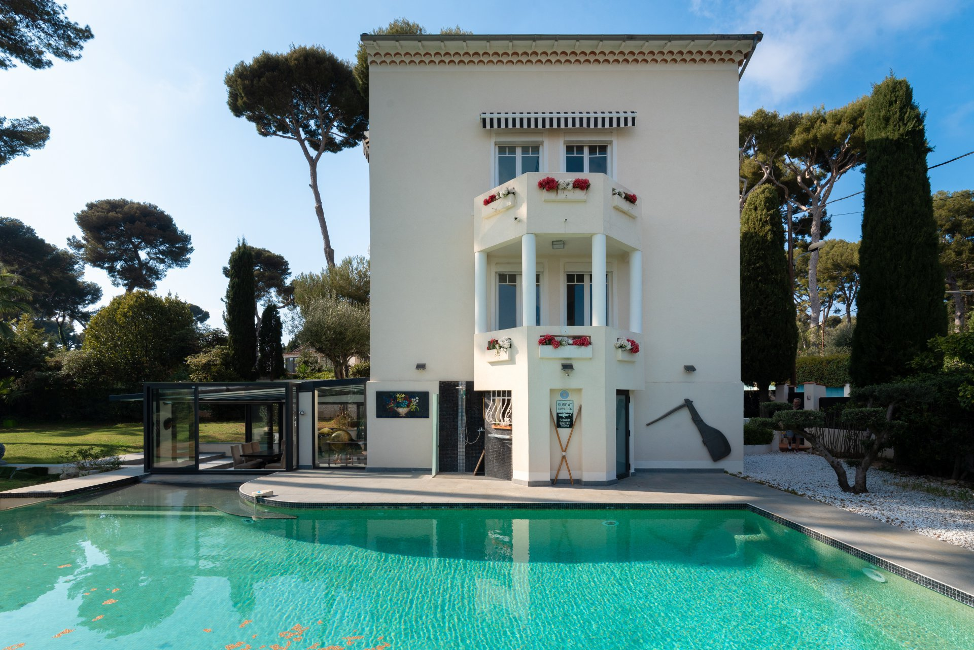 CAP D'ANTIBES - CONTEMPORY VILLA 4  BEDROOMS  CLOSE TO THE BEACH - SWIMMING POOL