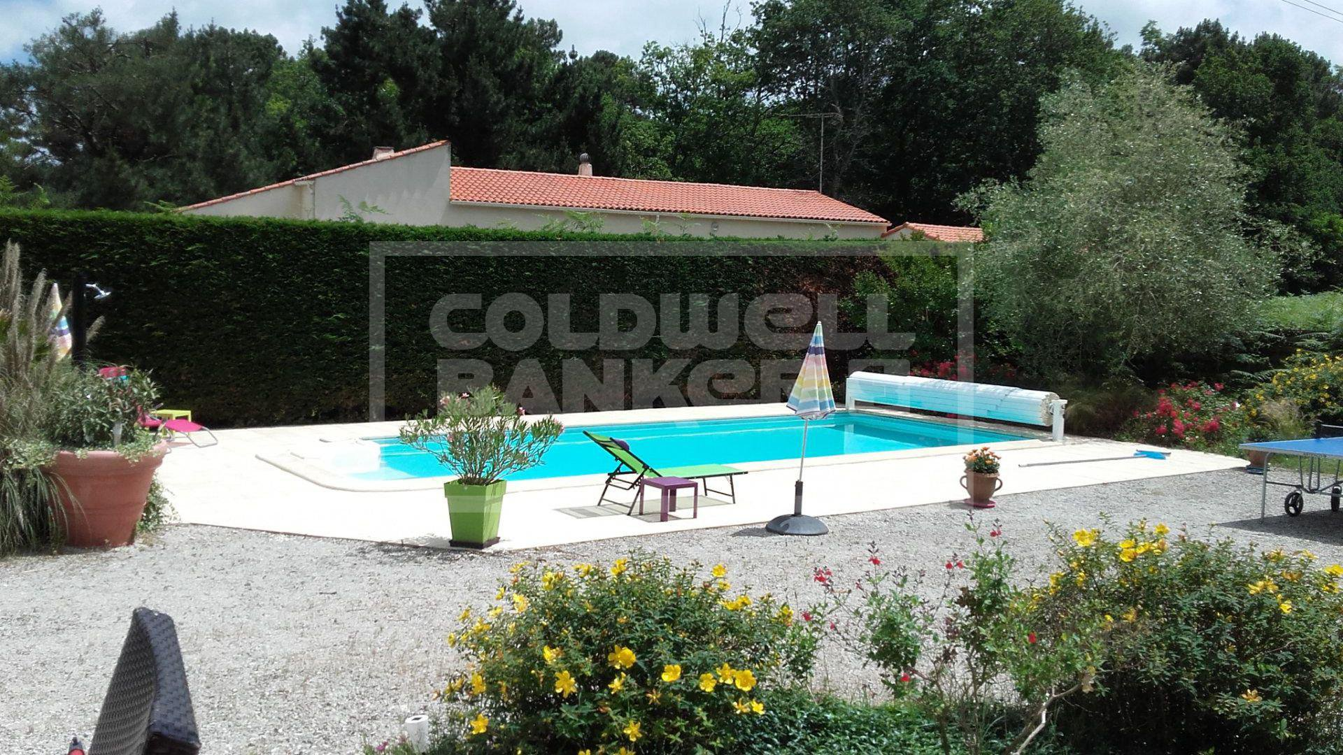 Bungalow with pool For Sale in La Tremblade