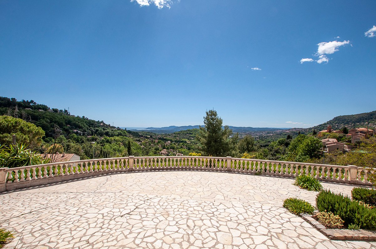 Renovated Charming 5 bed Villa with an Exceptional View