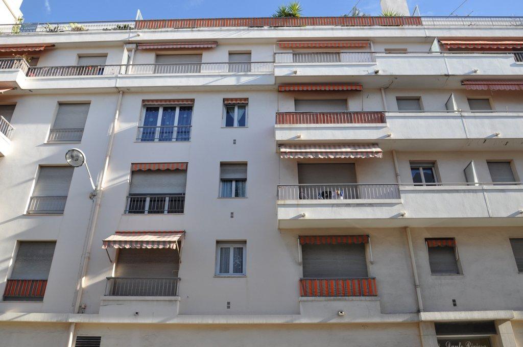 Nice Rue des Potiers, 2 pièces à rénover avec balcon