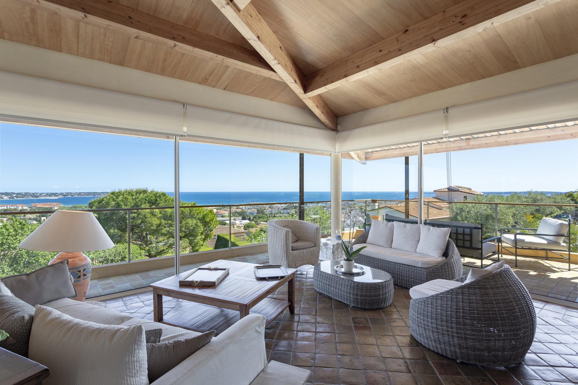 Beautiful Mediterranean villa, pool, panoramic sea views in Golfe Juan