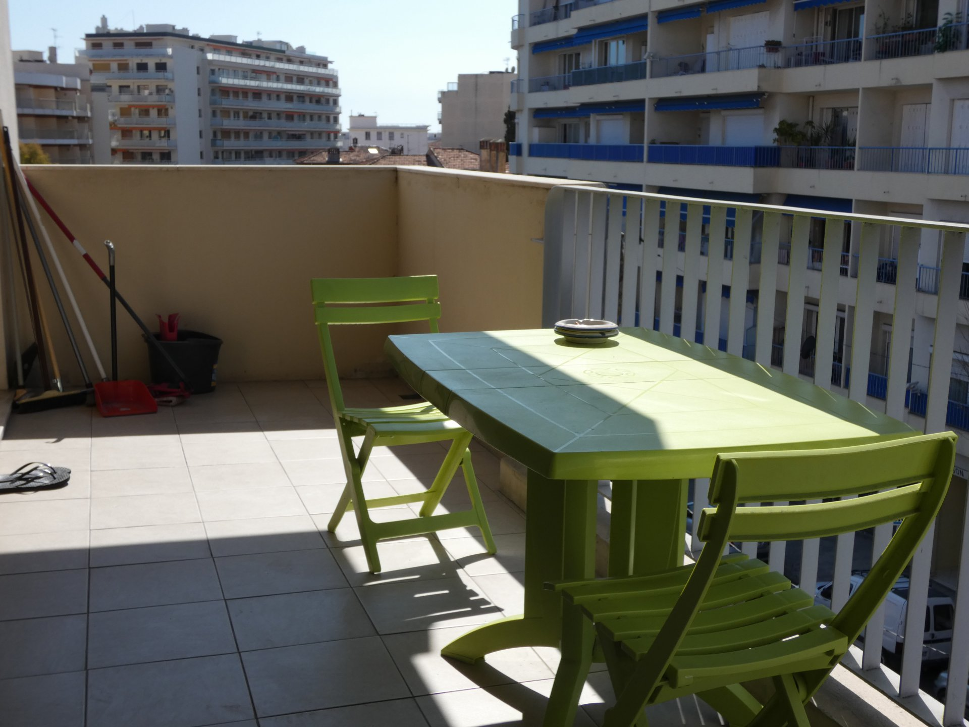 EXCLUSIVITE ! JUAN LES PINS CENTRE 2P 47M2 + TERRASSE 12M2 CAVE ET PARKING IDEAL PIED A TERRE