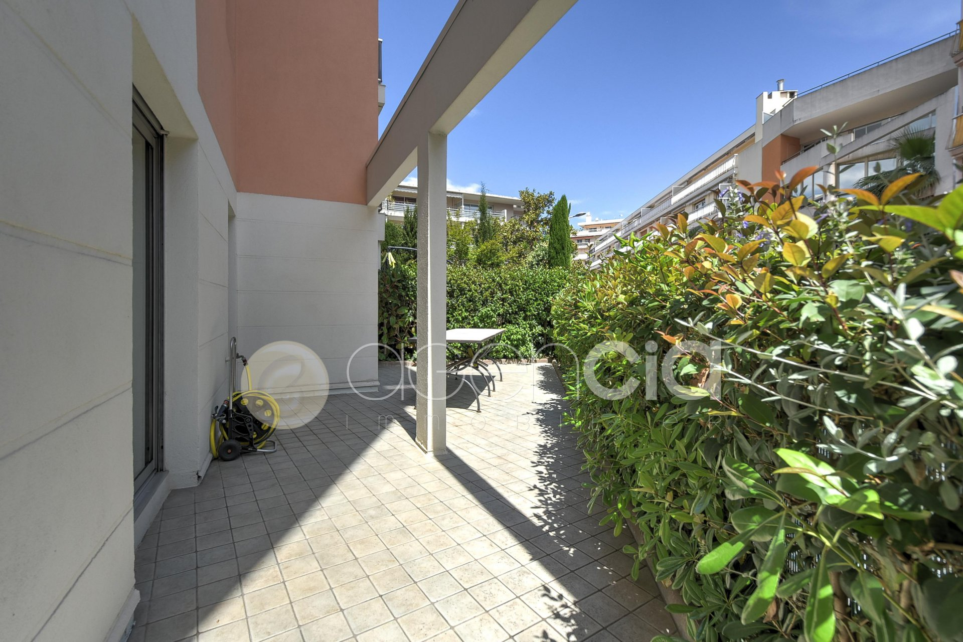 CANNES ANGLAIS 2/3P 60M2 TERRASSE 60M2 + PARKING