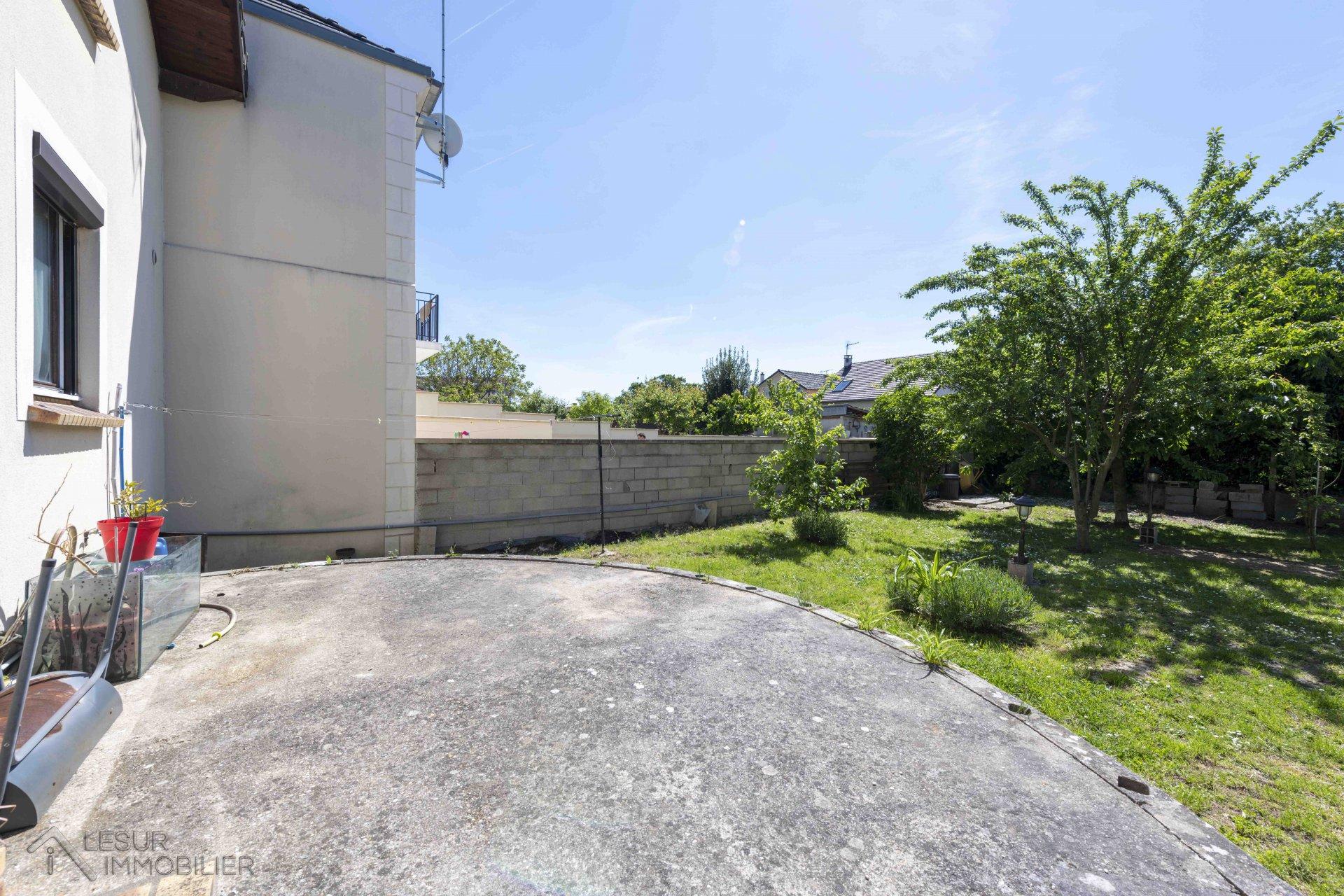 Grande maison 3 / 4 chbres avec garage et ss-sol