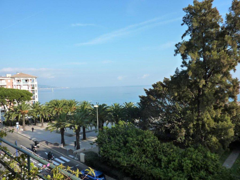Face mer- Bourgeois avec balcon- Vue mer- Beaux volumes- Double expo