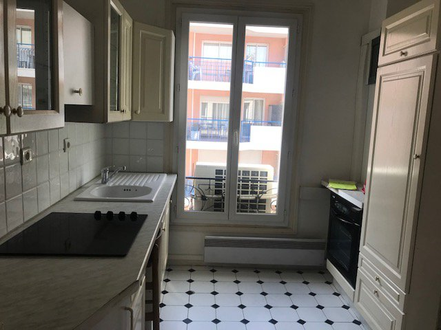 LOCATION VIDE - Bourgeois T3/4 de76m² - Dernier étage- Calme-Centre - Emplacement exceptionnel pour profession libérale