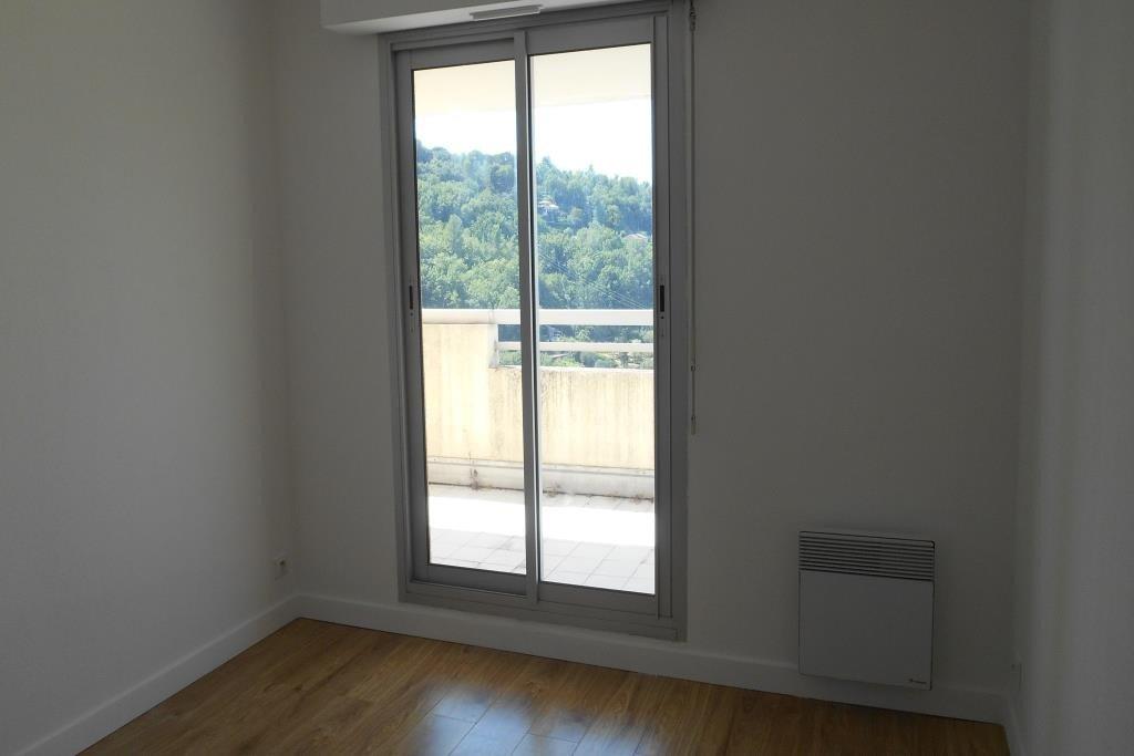 4 PIECES 75,35 m²