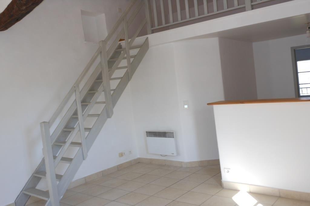 GRASSE SUD - Au calme, proche pénétrante, beau 2 pièces dans vieux MAS rénové au 1er étage comprenant ...