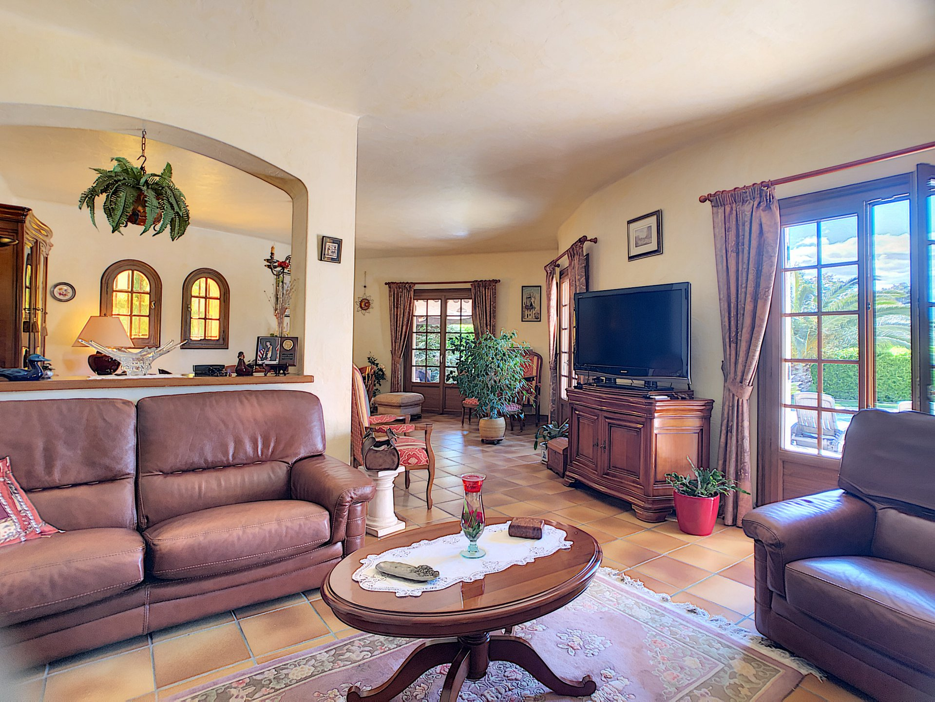 5 rooms villa walking distance from the center