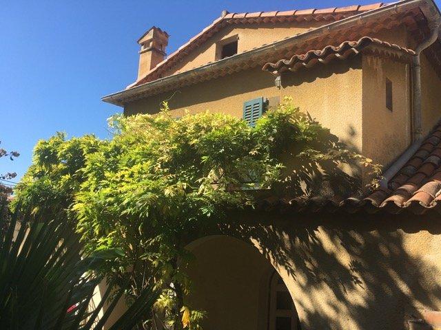 Grasse : charmante maison divisée en 2 appartements