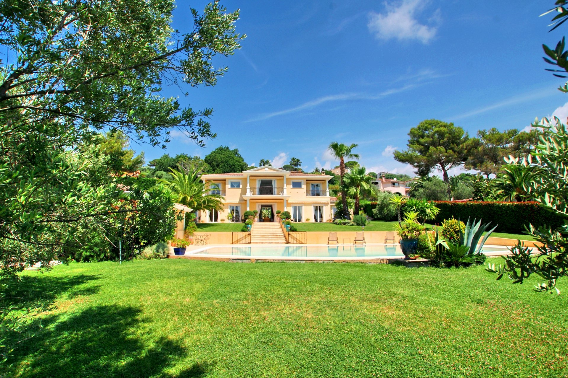 MOUGINS PIBONSON VAST AND ELEGANT VILLA