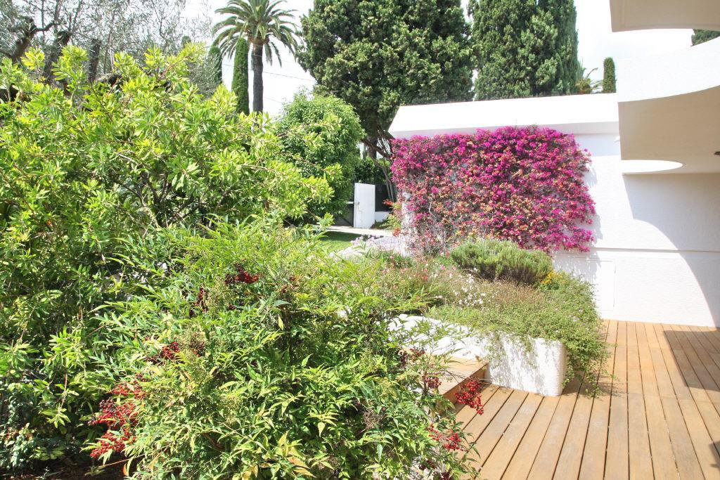 CANNES CLOSE TO THE TOWN CENTRE  - VILLA WITH CALIFORNIAN STYLE