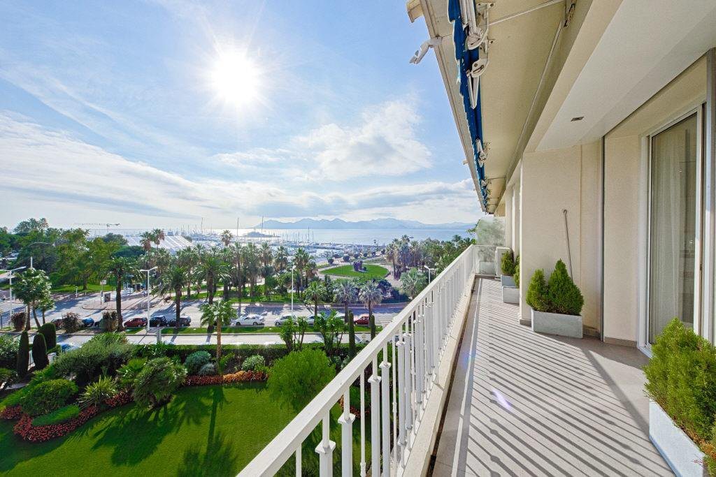 CANNES CROISETTE 3-BEDROOM APARTMENT 105 M²