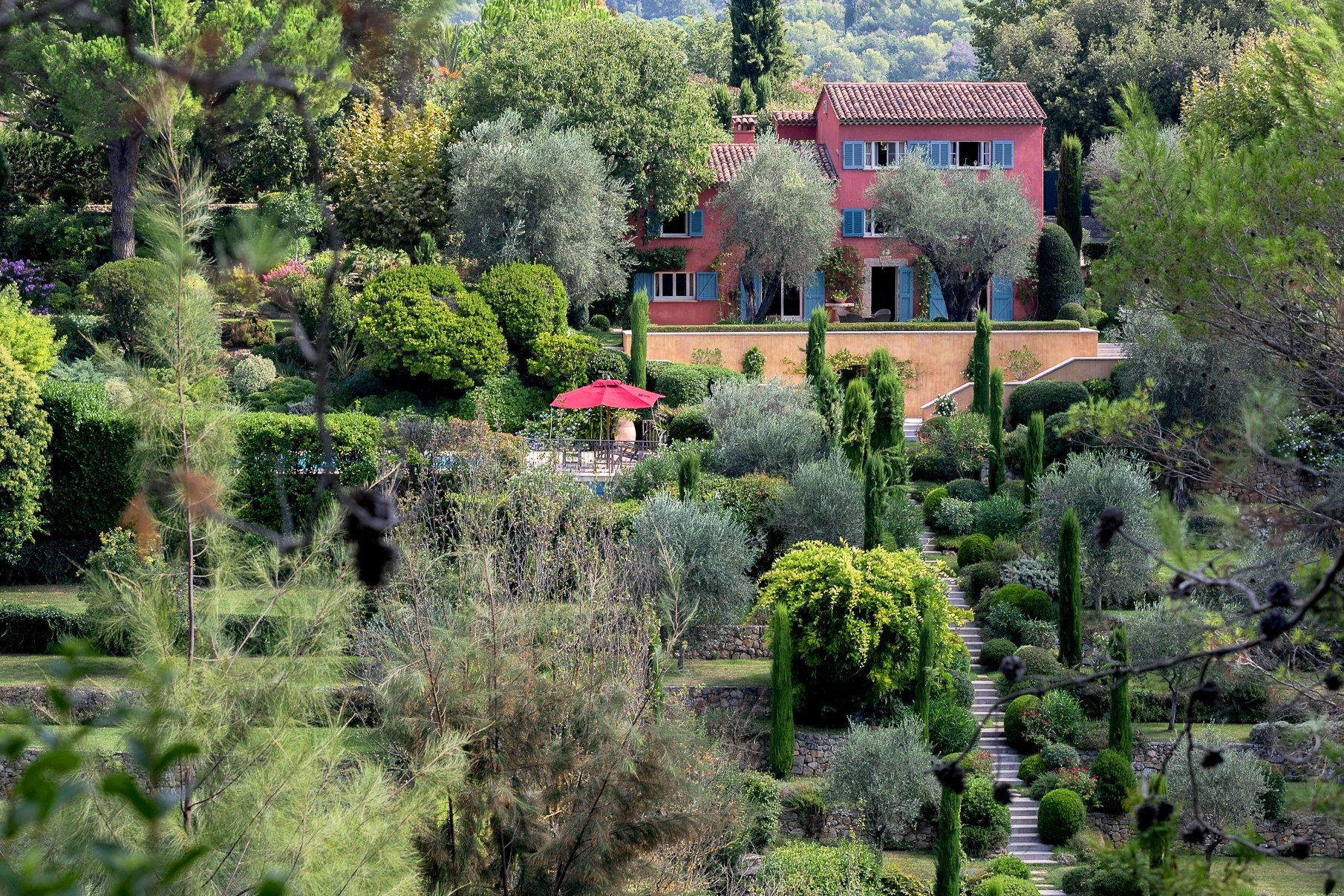 EXCEPTIONAL PROPERTY IN THE HINTERLAND NEAR CANNES