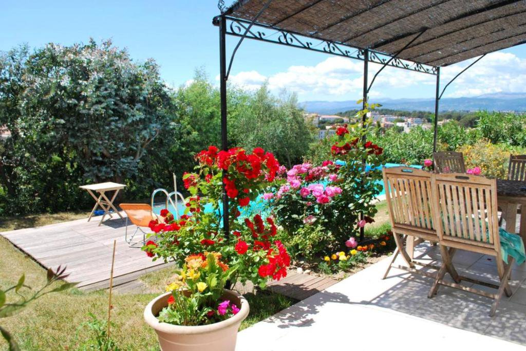 CANNES CROIX DES GARDES - BEAUTIFUL AND RECENT PROVENCALE VILLA