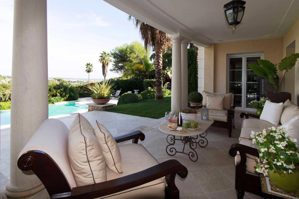 GOLFE JUAN HILLS - SUPERB PROPERTY OF OVER 400 M²
