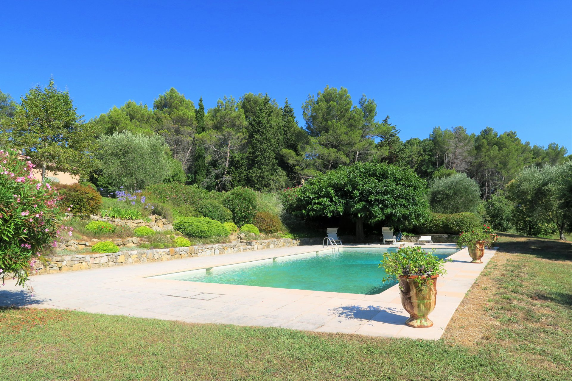 CASTELLARAS- STUNNING PROPERTY WITH PANORAMIC VIEWS OVER THE ESTEREL AND TANNERON