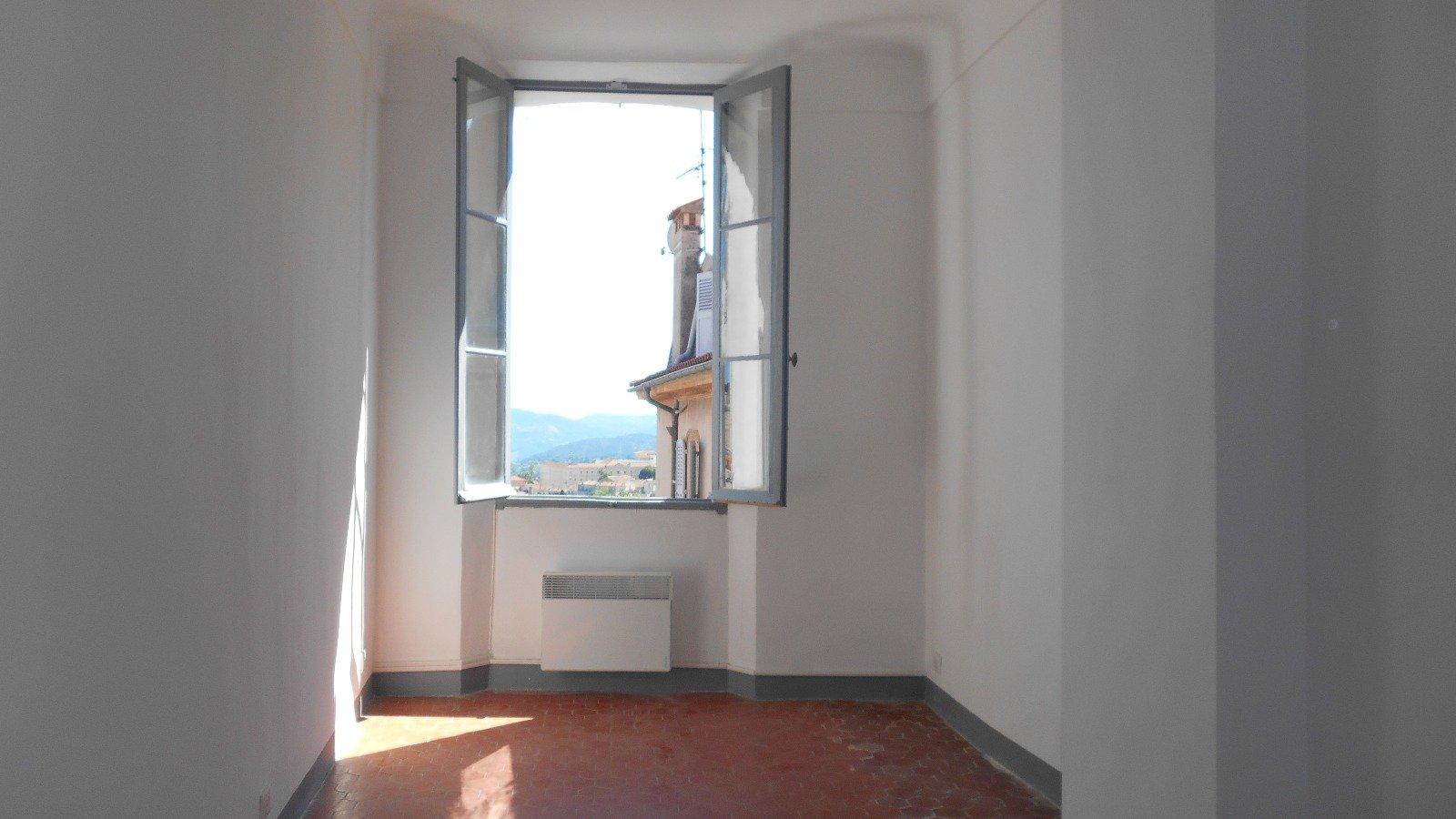 2 PIECES 36,03 m²