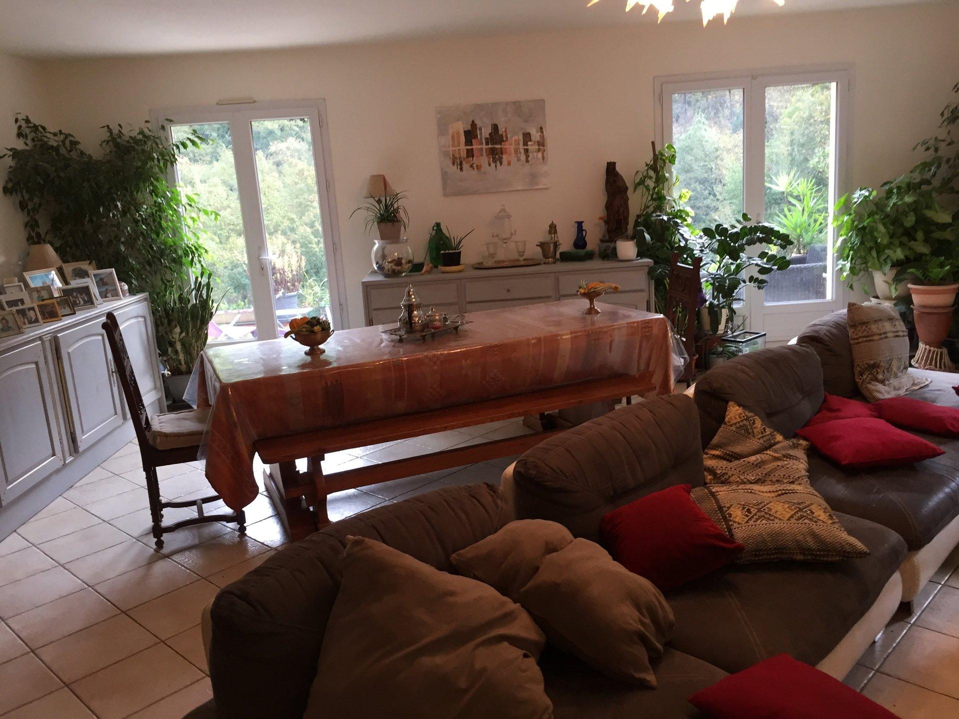 Bar Sur Loup - au calme absolu villa d'environ 210 m2 sur terrain de 6500 m2 a faible consommation énergétique