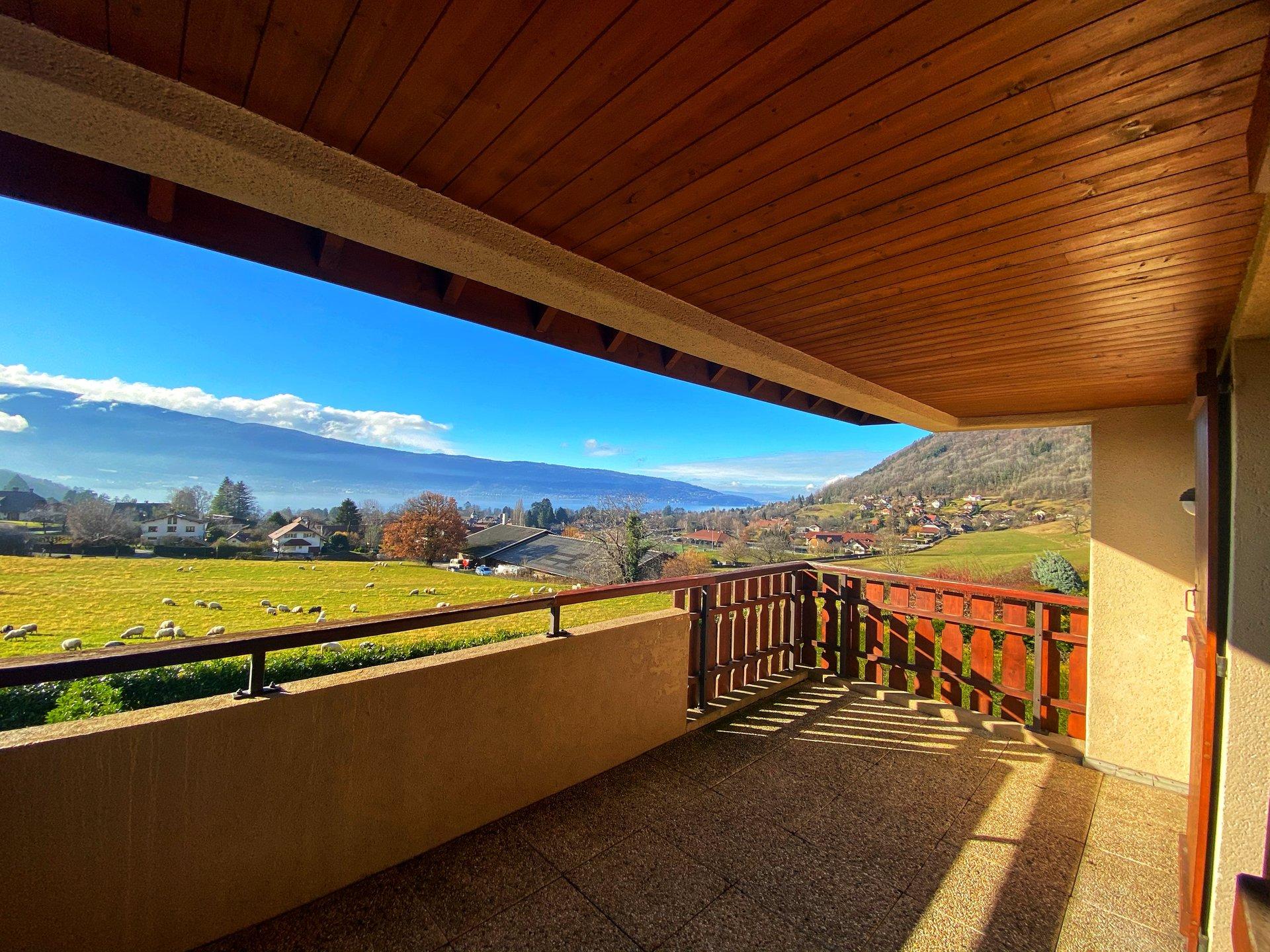 T3 avec belle terrasse sur vue dégagée Lac.