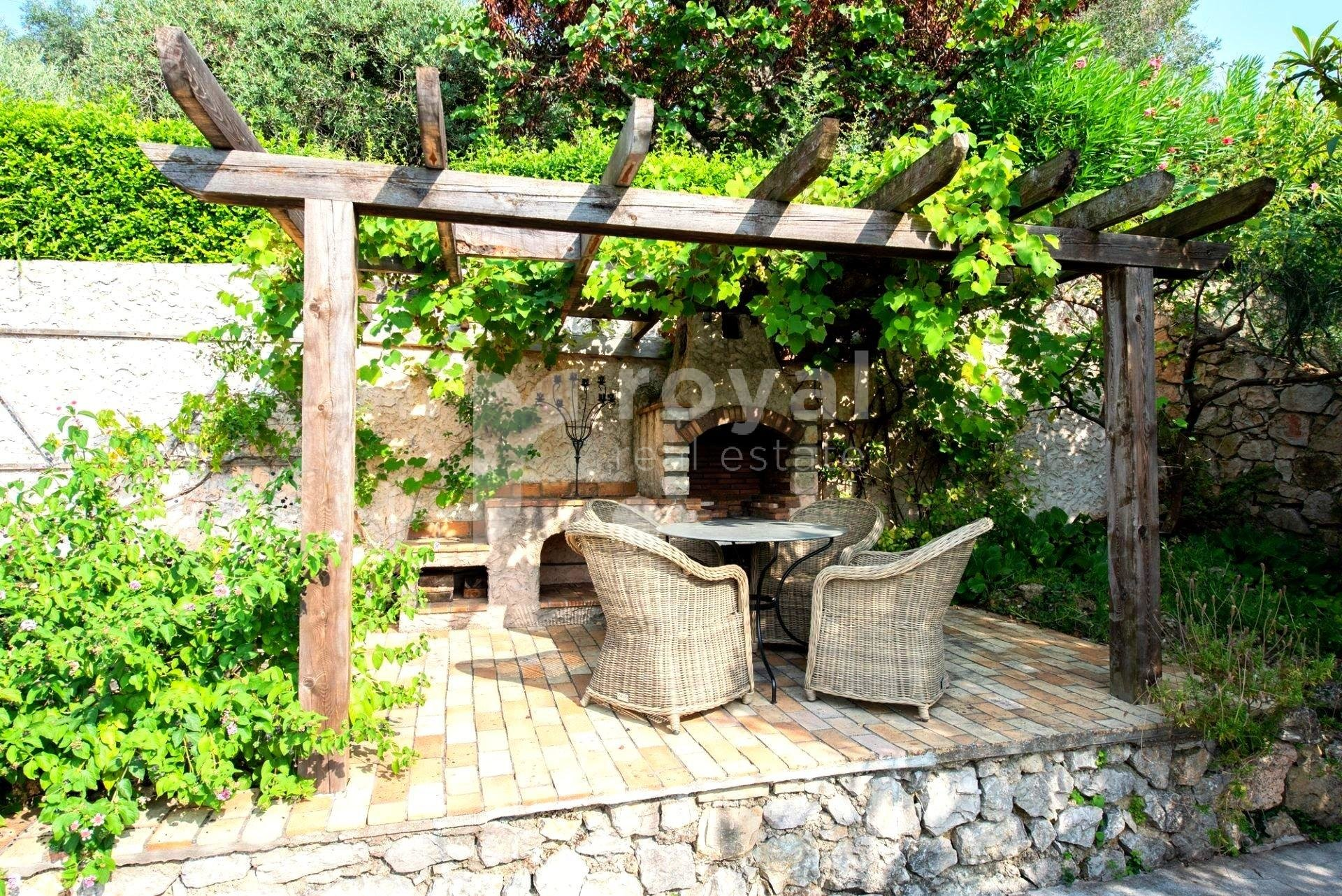 Villa for seasonal rent in Mougins