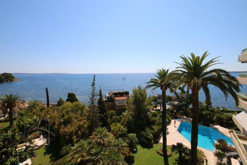Cannes palm beach vue mer panoramique pour ce beau trois pièces palm beach face mer