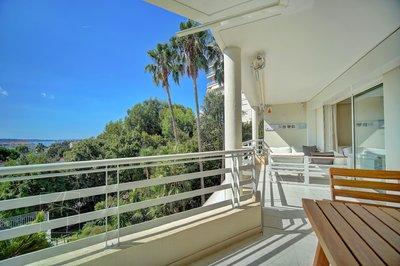 En exclusivité dans la Basse Californie coup de coeur assuré pour ce splendide 3 pièces en dernier étage vue mer panoramique