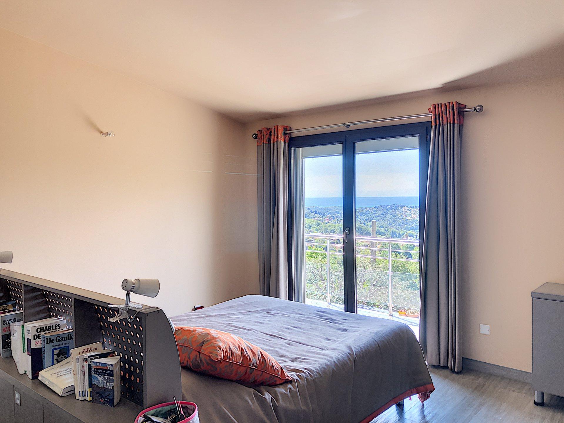 Vence - Villa d'architecte - 5 pièces - 250m2 - Piscine