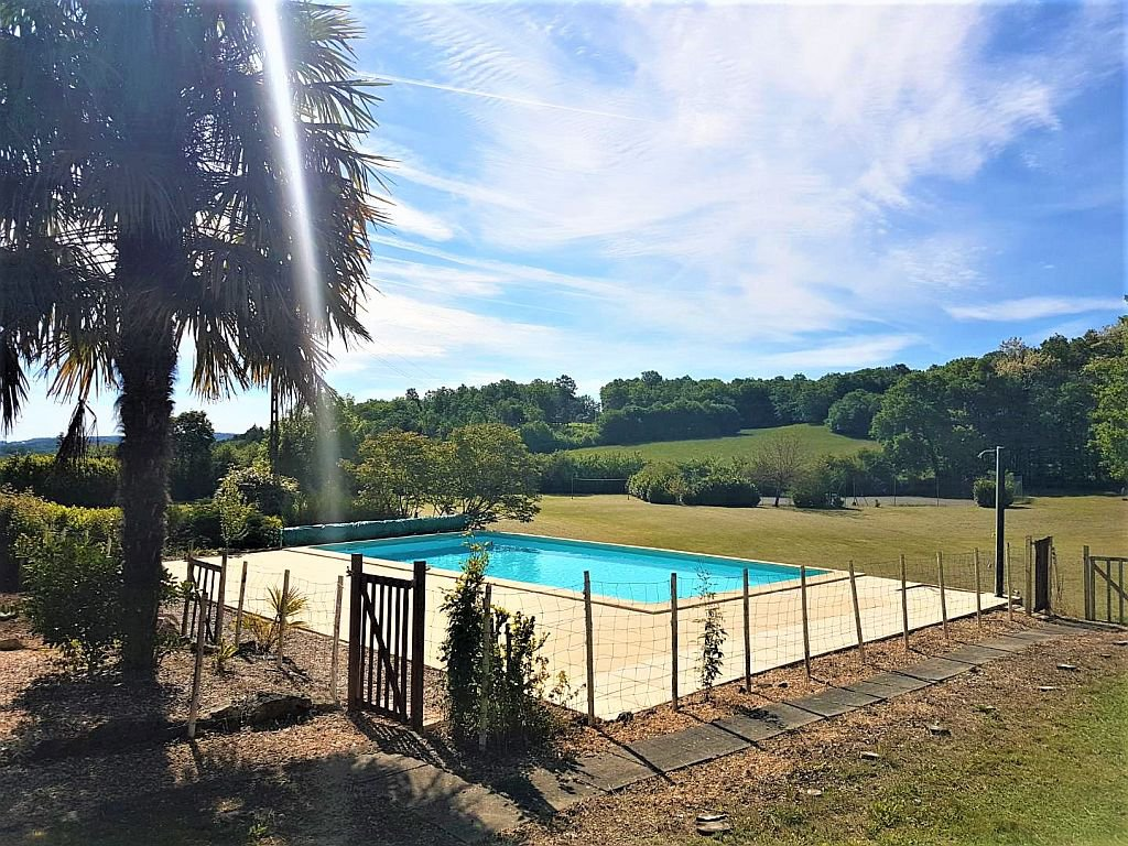 DORDOGNE - Ensemble with house, 2 guesthouses, pool and tennis on 1,7ha