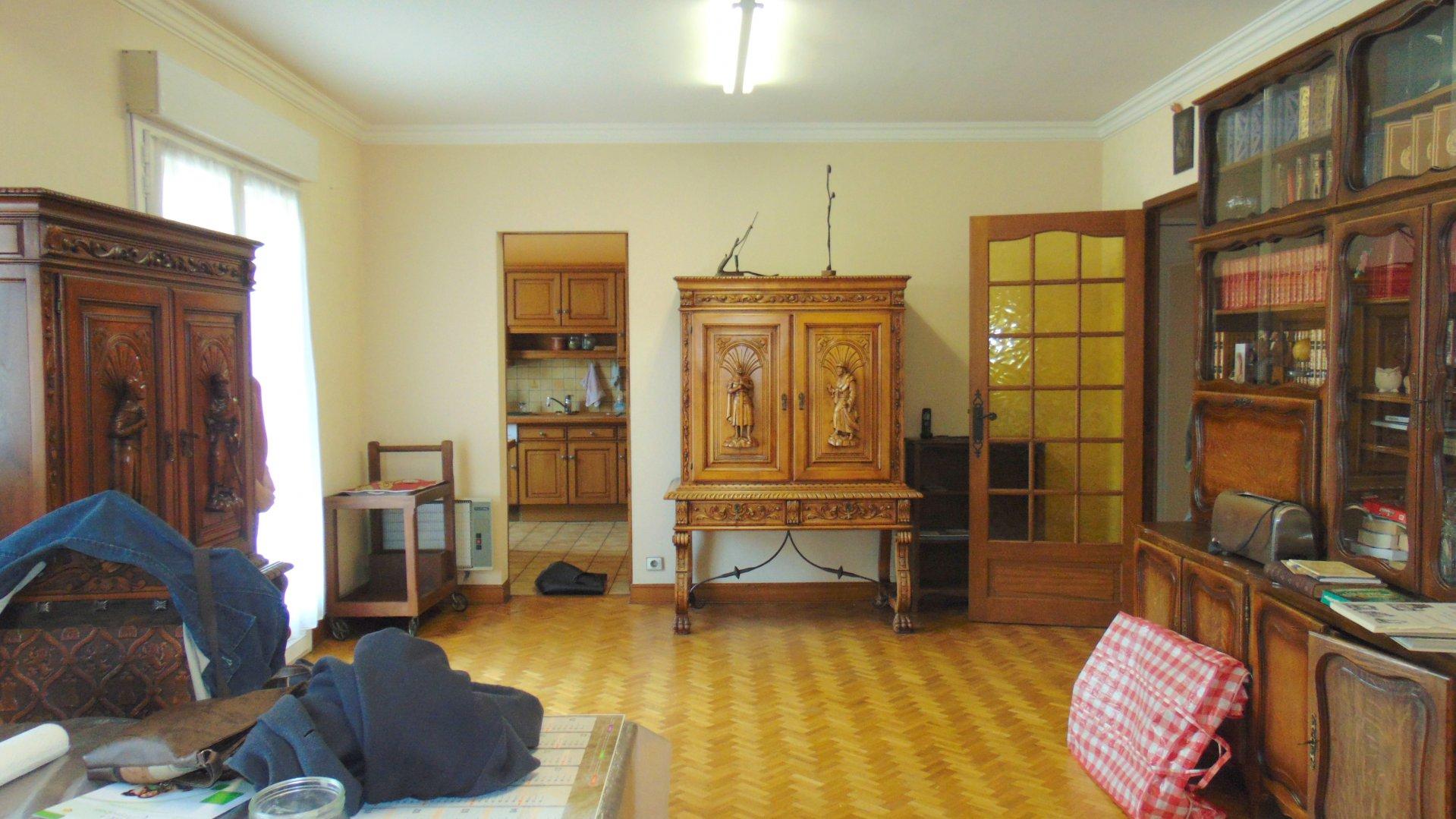 Appartement avec terrasse garage cave grenier