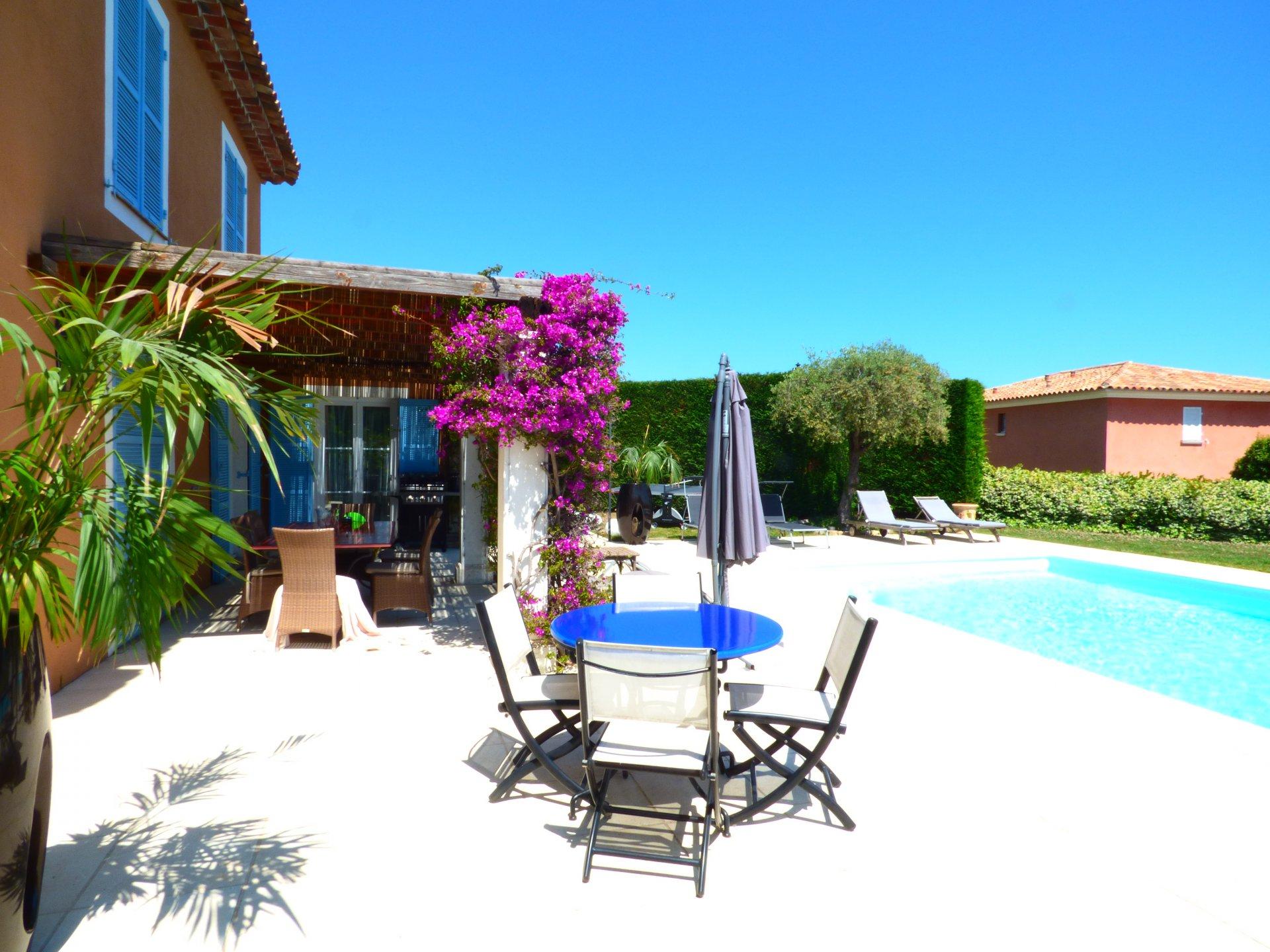 Villa sulla Riviera in vendita, vista mare, piscina, nuovo stato ha Biot Villeneuve Loubet, dominio sicuro
