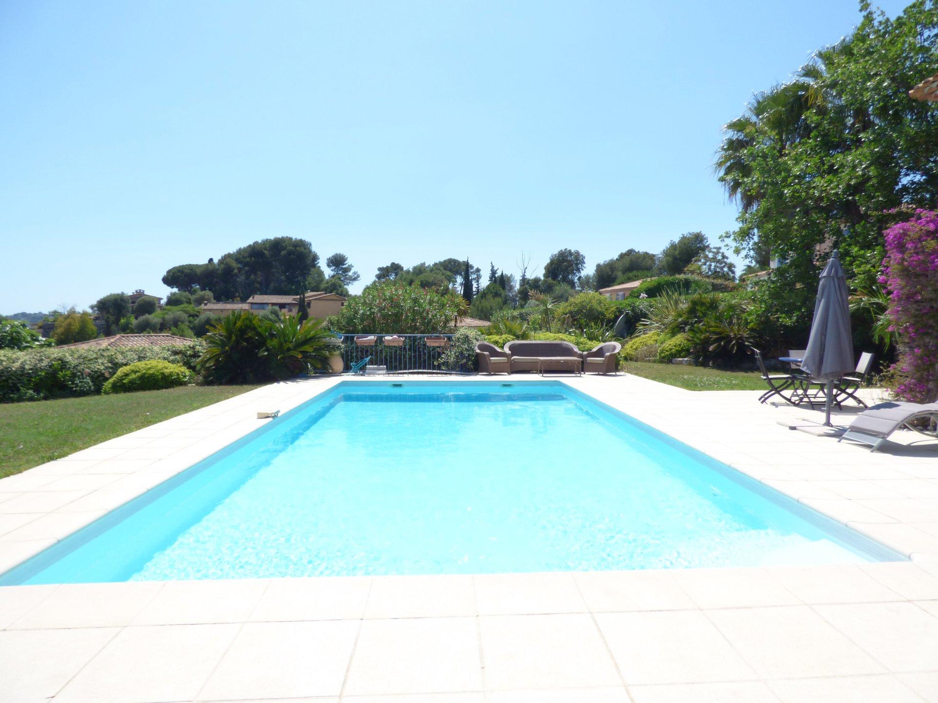 Великолепная современная вилла с бассейном на Лазурном побережье