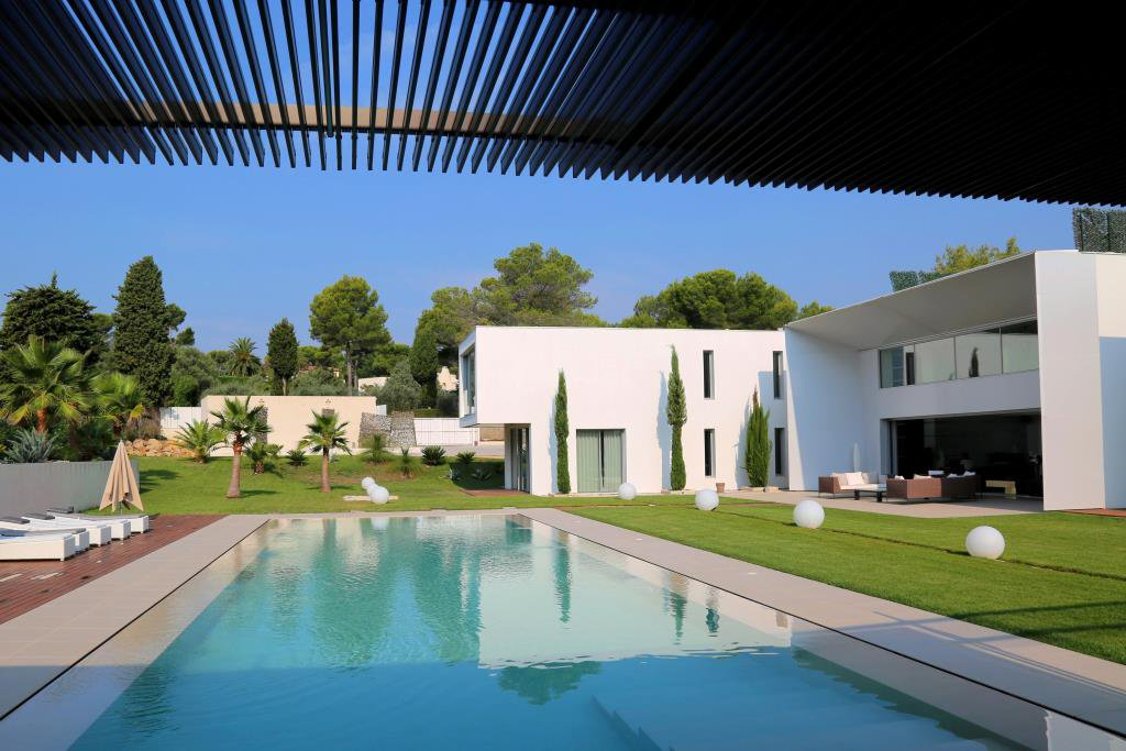 MOUGINS - SPLENDIDE VILLA CONTEMPORAINE