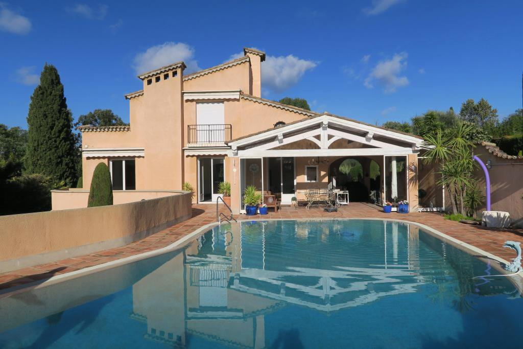 MOUGINS - SUPERB PROVENCAL HOUSE