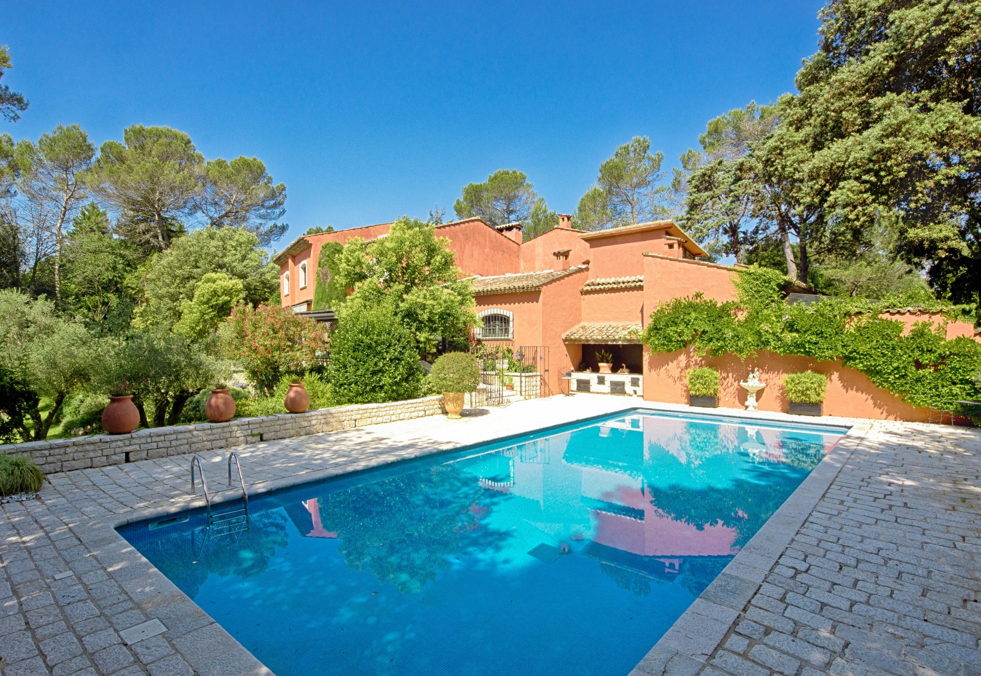 MOUGINS - SPLENDID REFINED TUSCAN INSPIRED VILLA