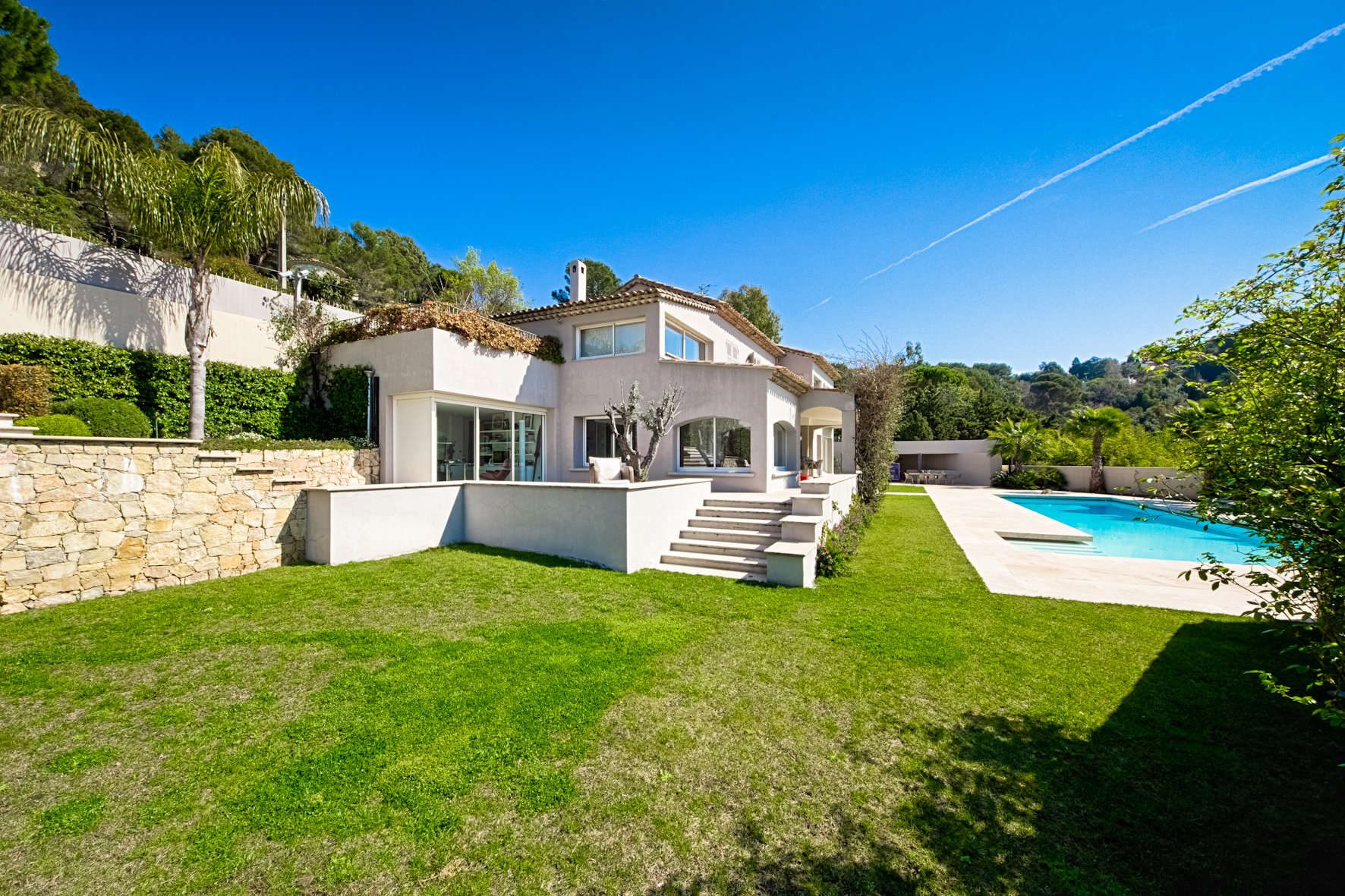 CANNES CALIFORNIE - DELIGHTFUL PROPERTY - SEA VIEW