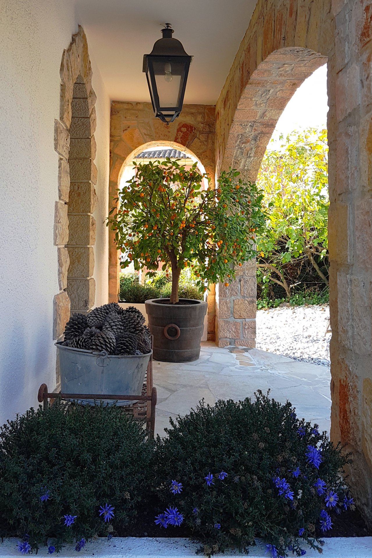 MOUGINS - BEAUTIFUL BRIGHT VILLA