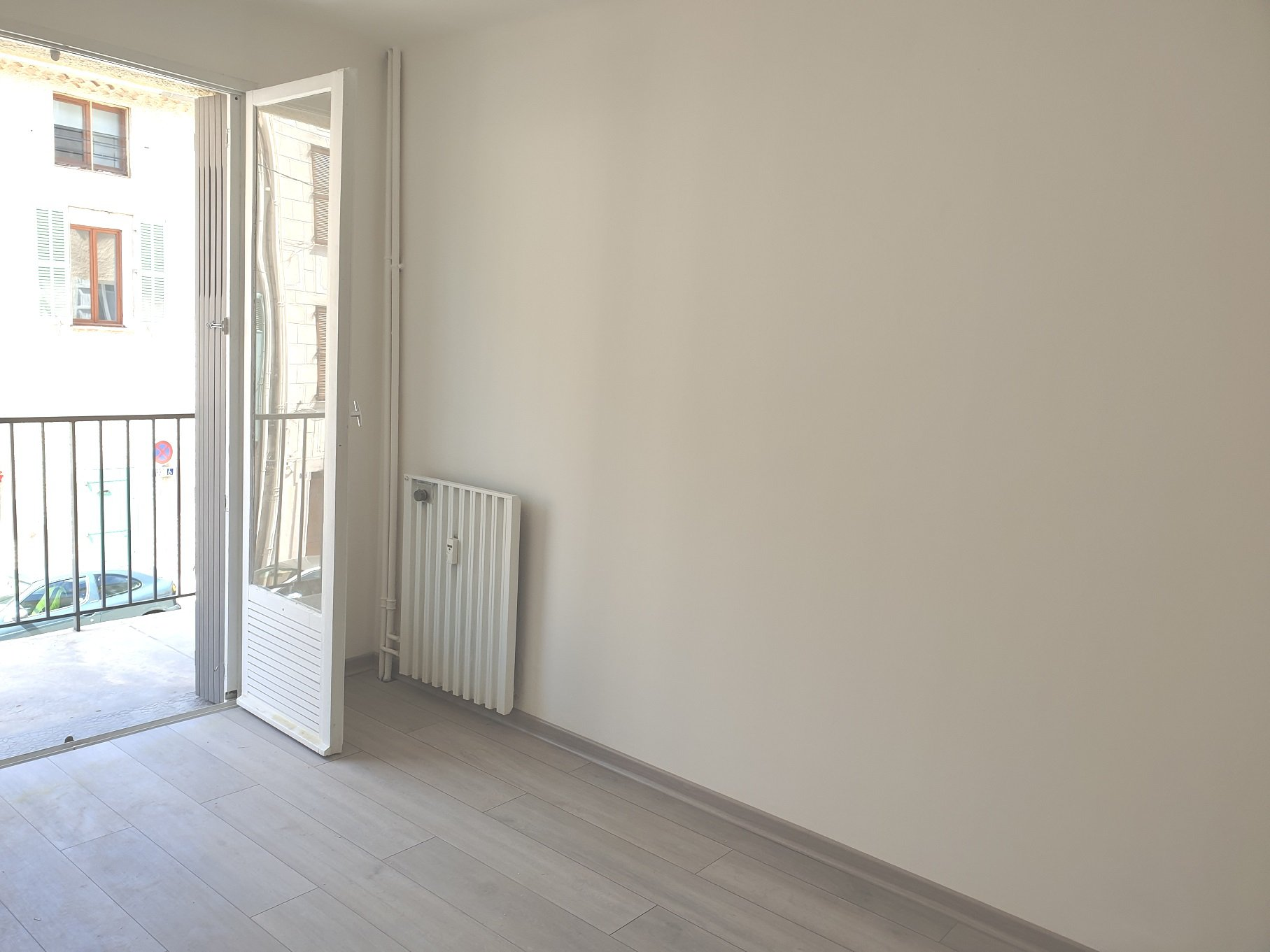 Bright and large appartment T4 of 77.85 m² Loi Carrez