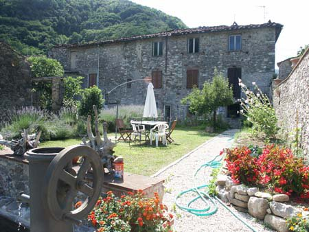 ITALY, TUSCANY, APARTMENT IN VILLA, 2 BEDROOMS, 4 PEOPLE, SHARED POOL