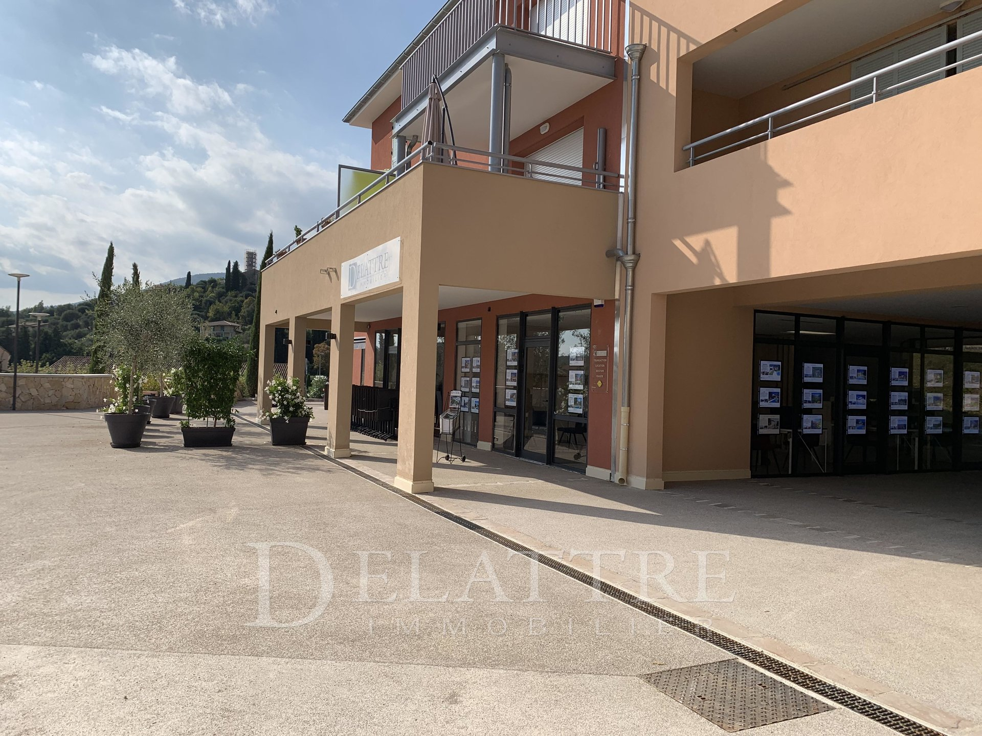 LOCAL COMMERCIAL IDEALEMENT SITUE - OPIO