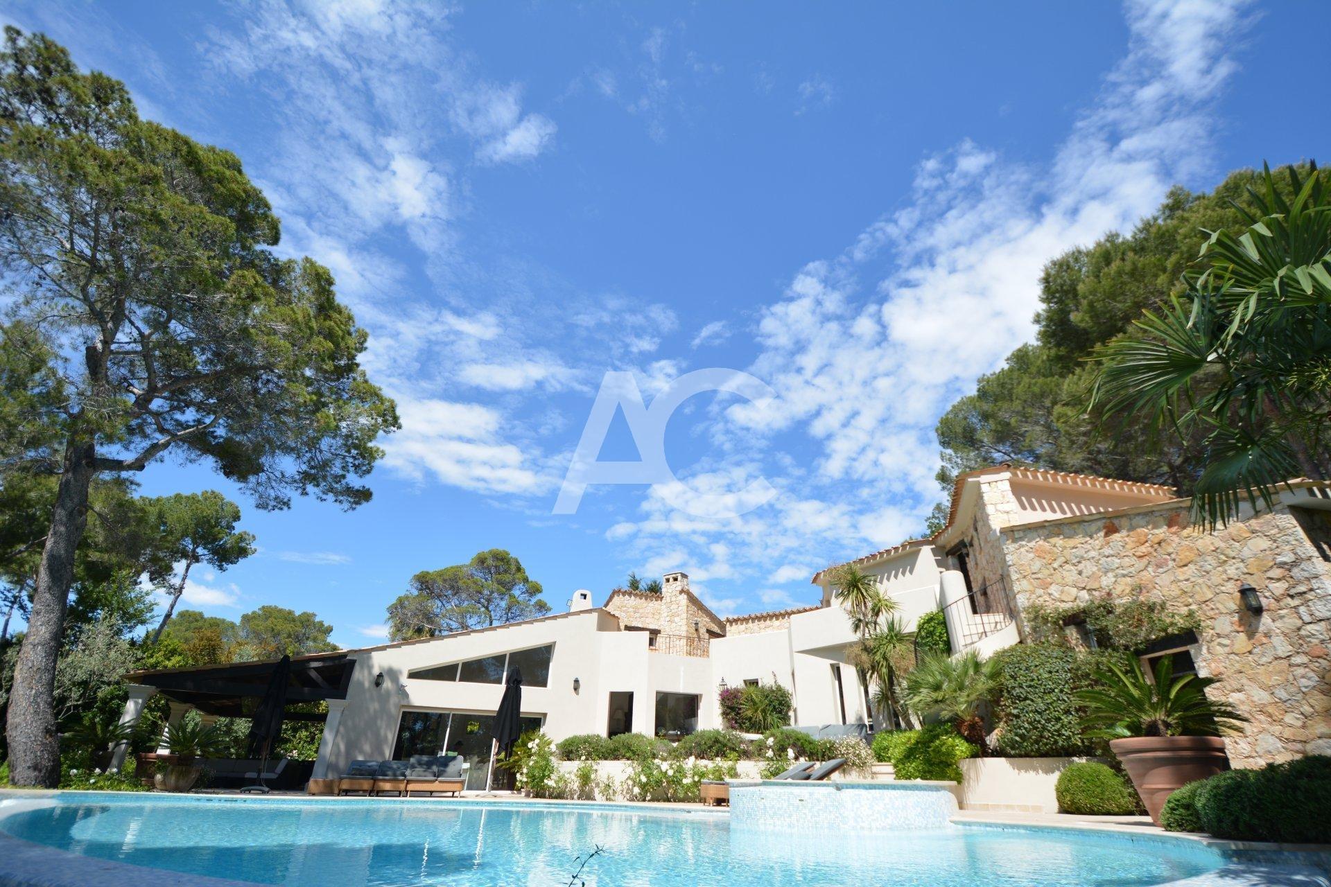 Charming villa in private domain - Mougins