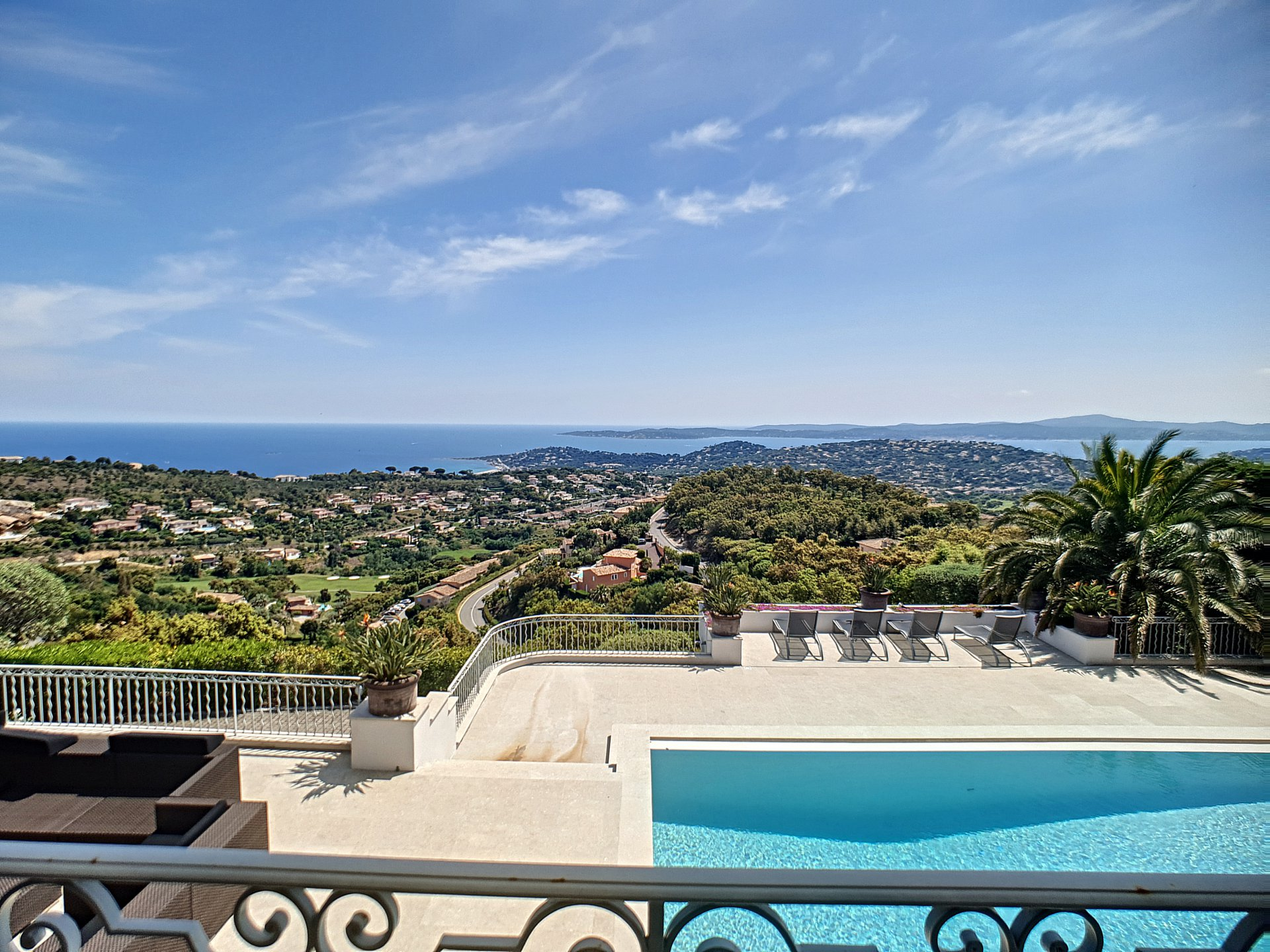 Superb villa with panoramic sea view