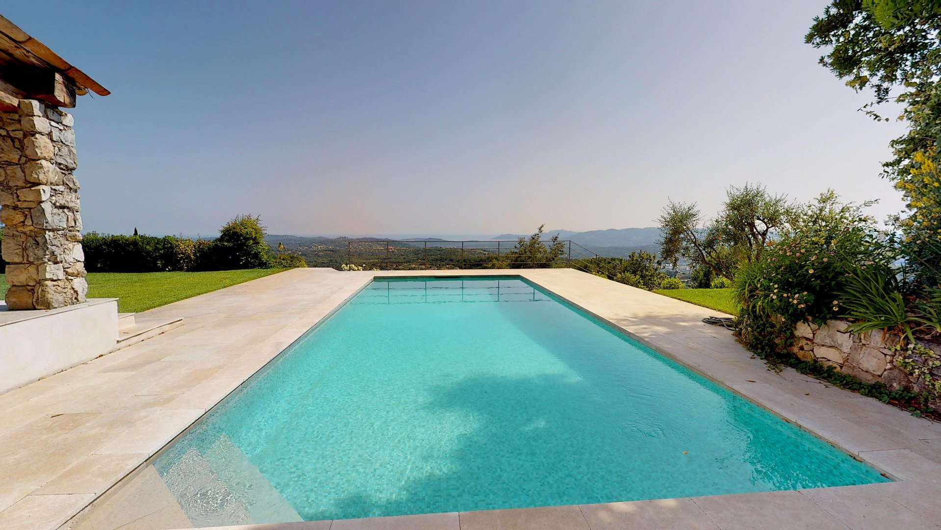 Gorgeous and renovated villa with panoramic Seaview