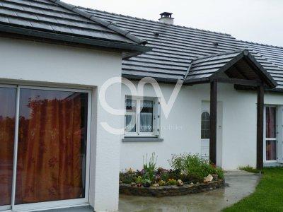 Villa avec jardin clos  dans petit village , 130 m2 plain pied