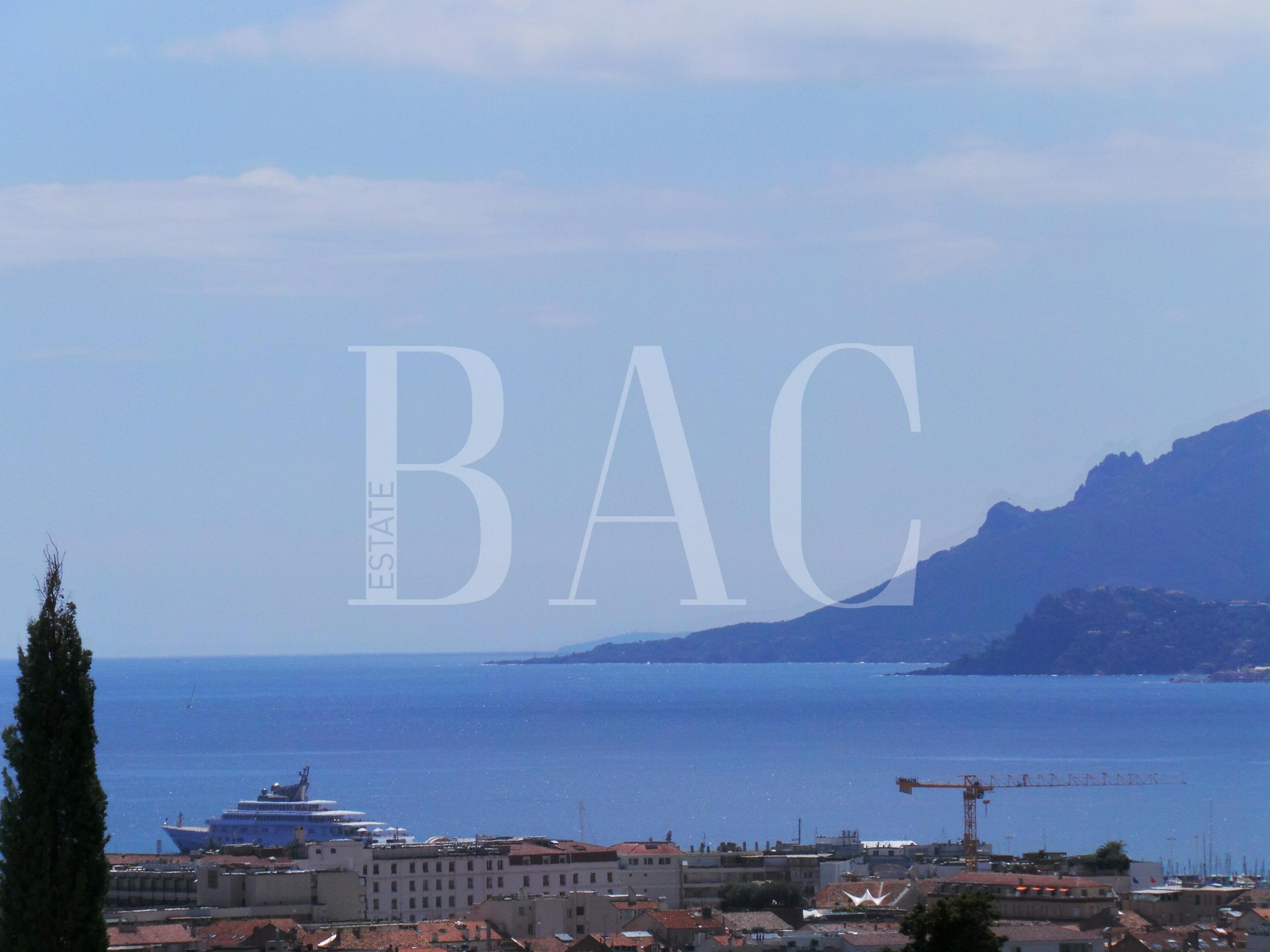 Cannes, appartement à 12000 mètres du Palais des Festivals et profitant d'une vue mer panoramique