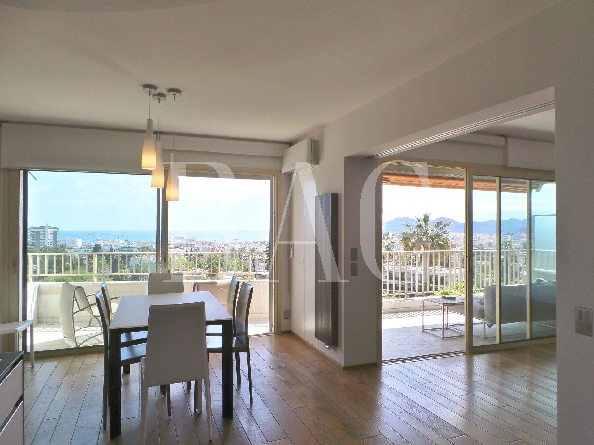 Cannes, apartment 12000 meters from the Palais des Festivals and enjoying a panoramic sea view