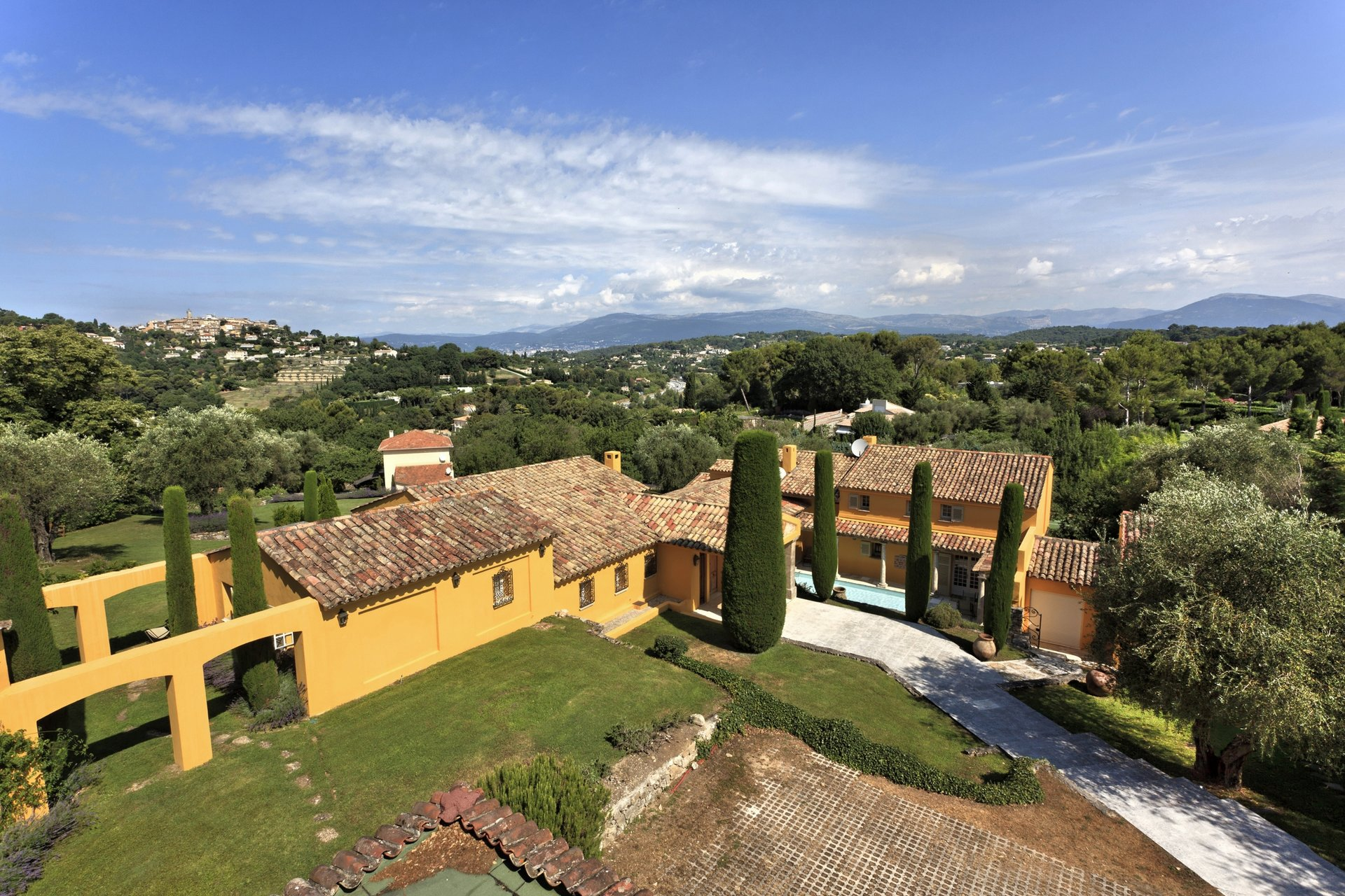 MOUGINS - SUPERB VILLA - VILLAGE VIEW