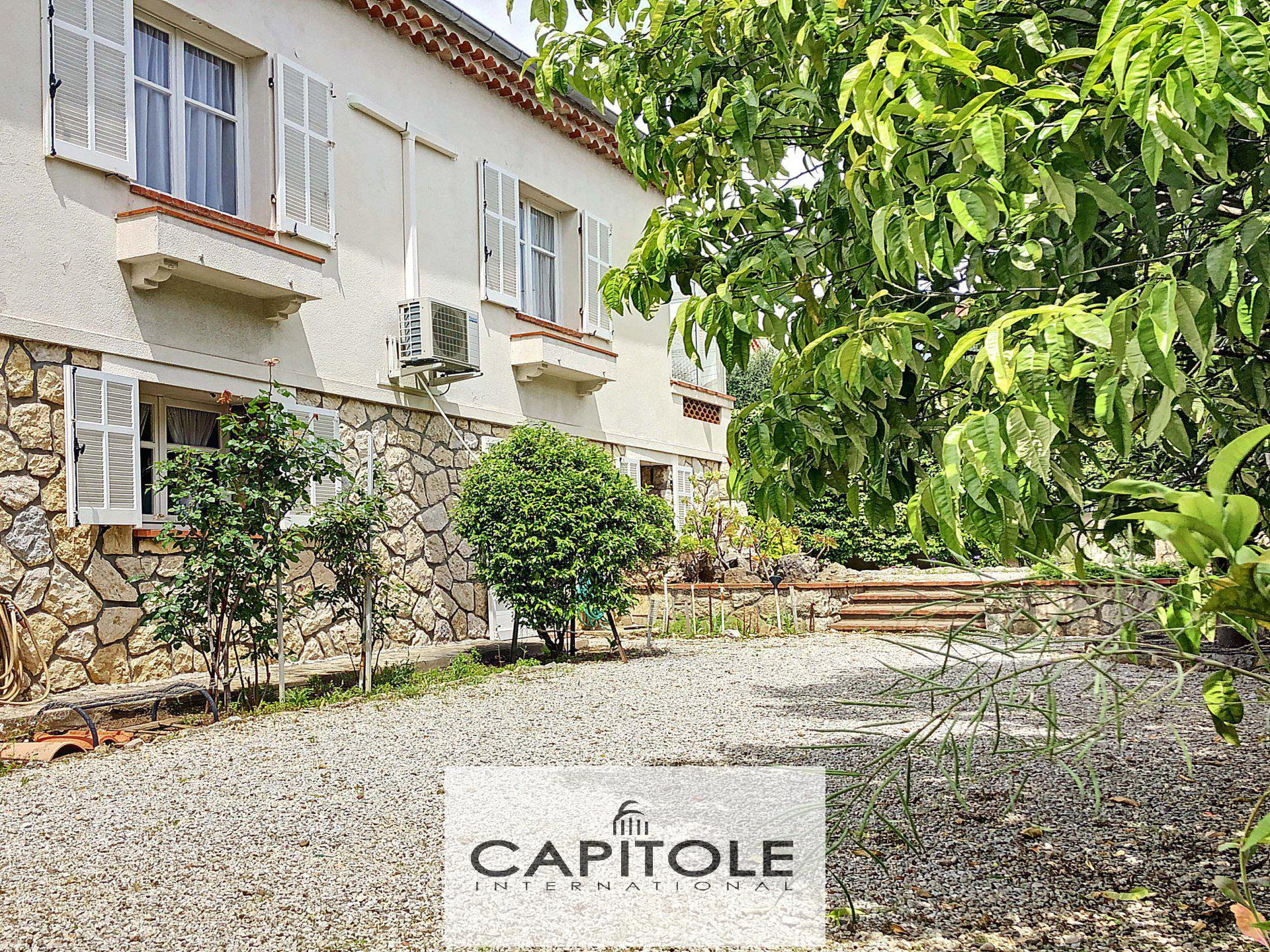 A vendre, Juan-les-Pins centre-ville, maison de 165 m², garage, plages, commerces