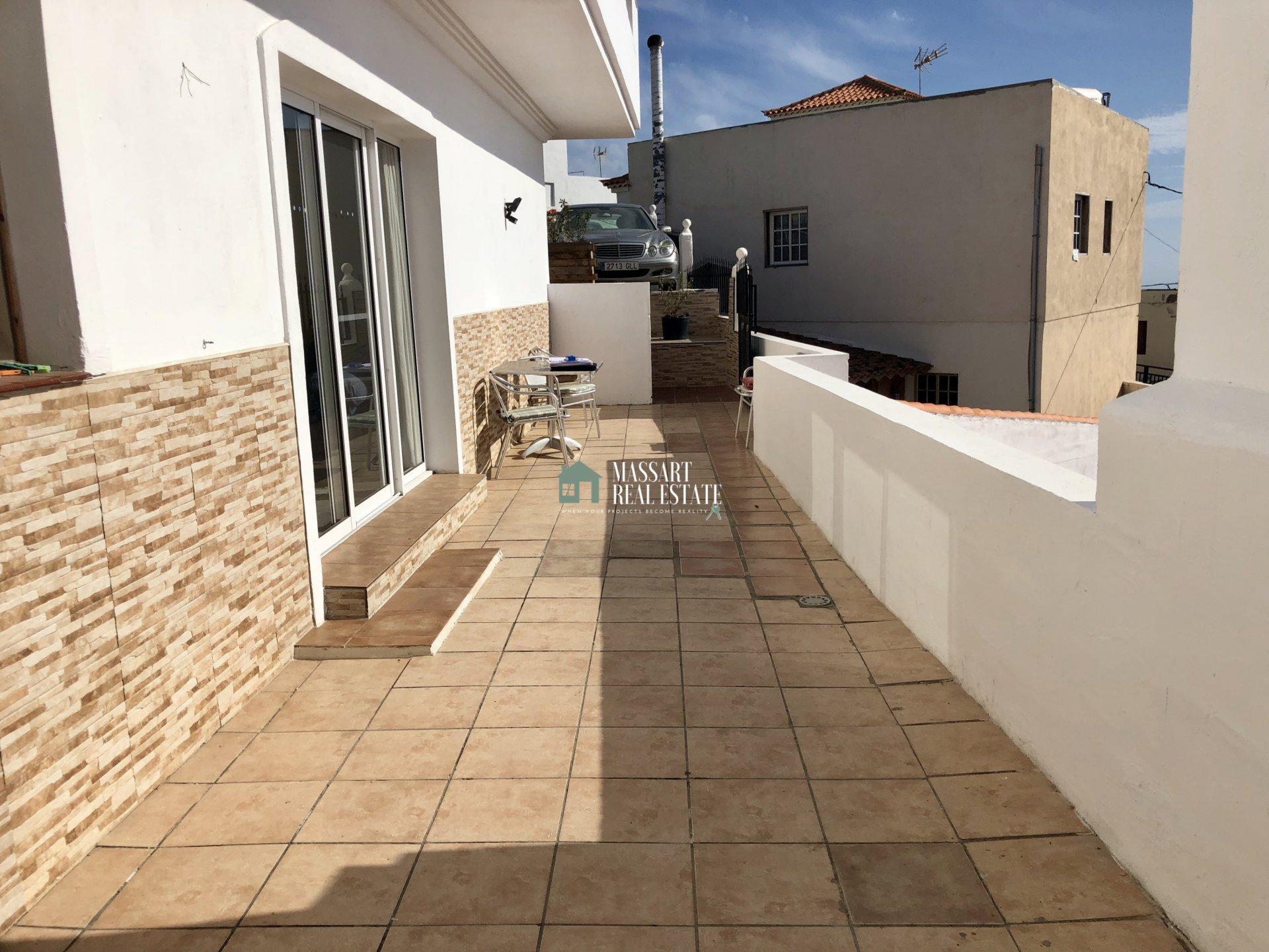 Rez de chaussée avec grande terrasse à Tijoco