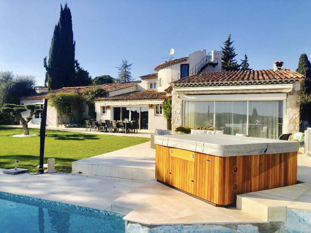 LOCATION VILLA MOUGINS- 7P - 240M2- PISCINE-JACUZZI-PARKING